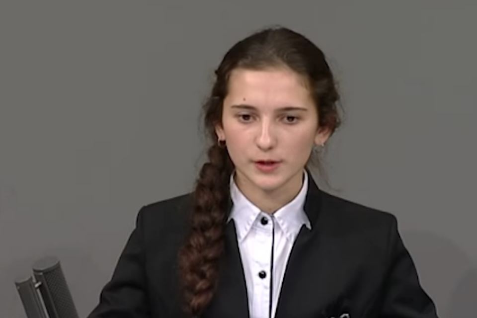 К «мальчику Коле из Нового Уренгоя» прибавилась девочка Ира, пожалевшая фашистских летчиков