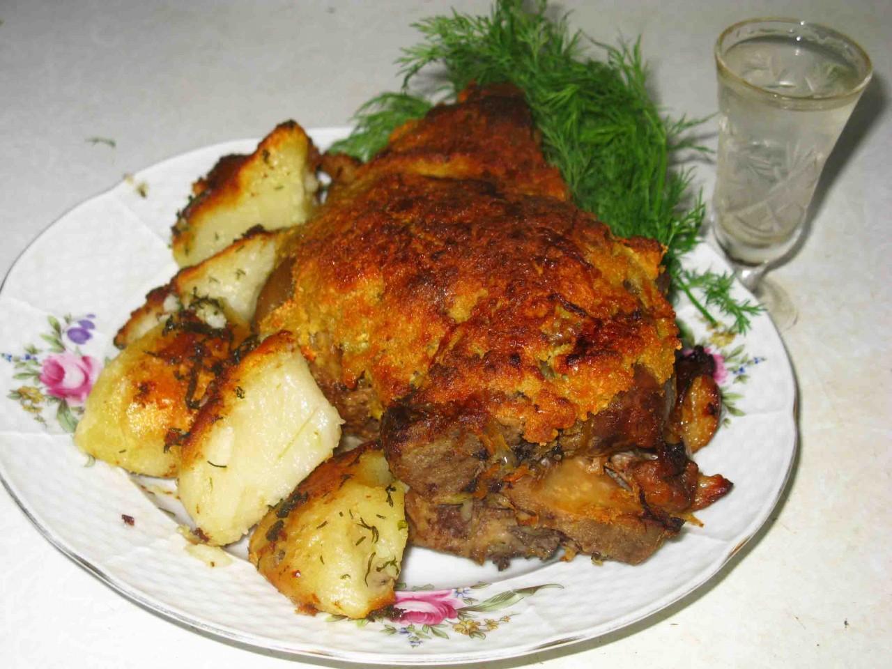 Рулька в квашеной капусте – бабушкин рецепт