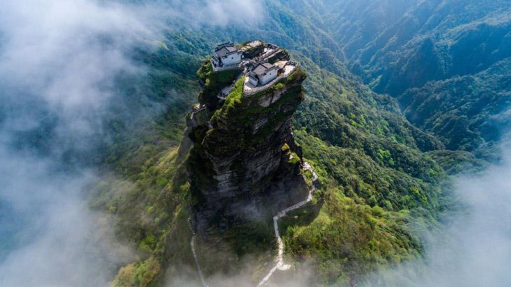 Гора Фаньцзиншань в провинции Гуйчжоу
