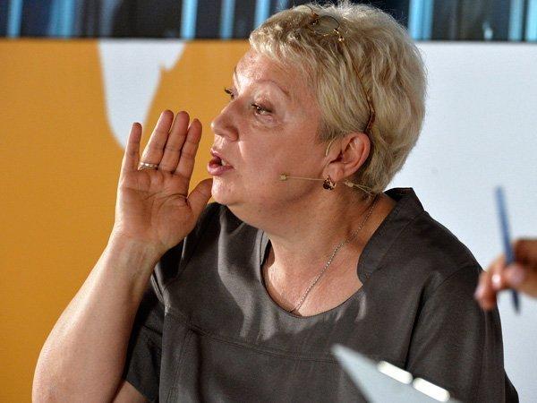 Васильева предложила вернуть уборку в классах и сельские бригады. ОПРОС