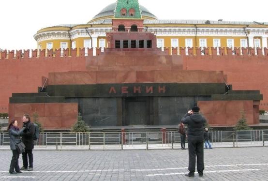 КПРФ отвергла предложение заменить Ленина в Мавзолее на резиновую копию