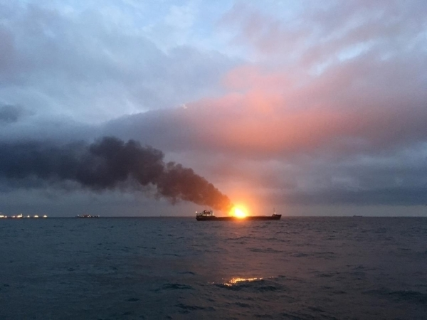 Названа возможная причина пожара в Керченском проливе