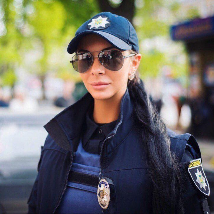 Провал «реформы» украинской полиции прикроют женской грудью