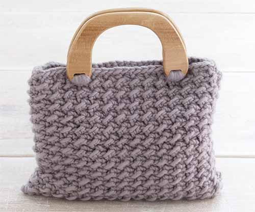 сумочка с рельефным узором