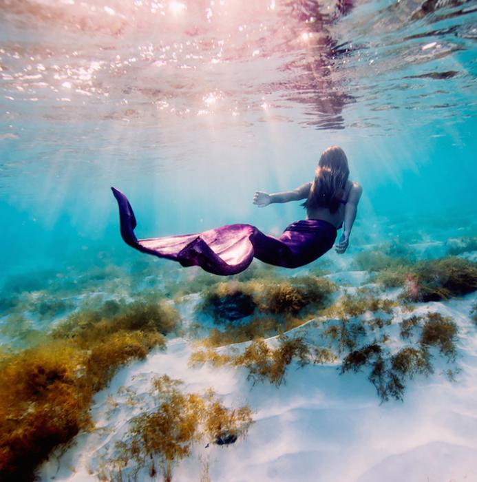Саша Калис чувствует себя под водой невероятно естественно.