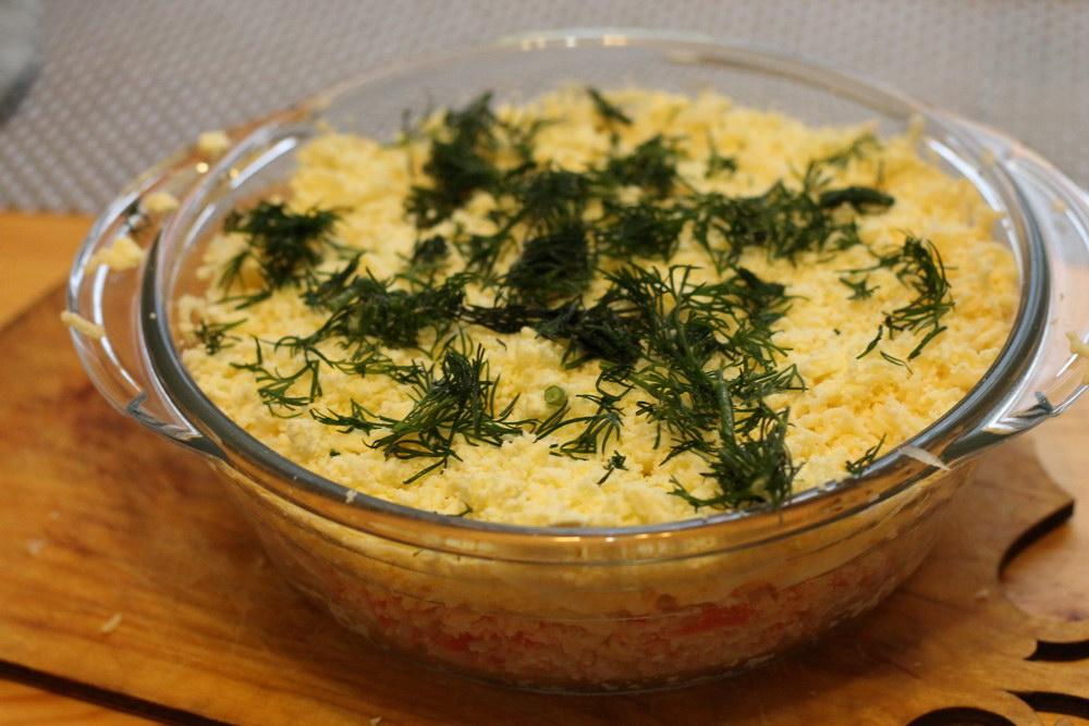 Лёгкий слоёный салат с крабо…