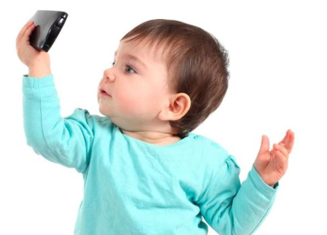 В каком возрасте давать смартфон ребенку и нужно ли вообще это делать?