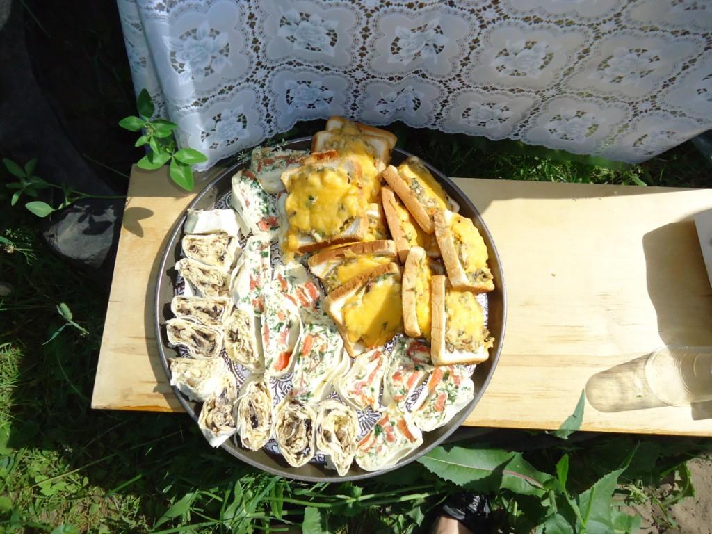 лаваш-роллы и горячие бутерброды со скумбрией