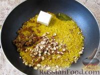Фото приготовления рецепта: Пряный рис с изюмом и миндалем - шаг №10