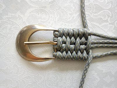 Так можно сплести ремень, имея только пряжку и моток веревки!