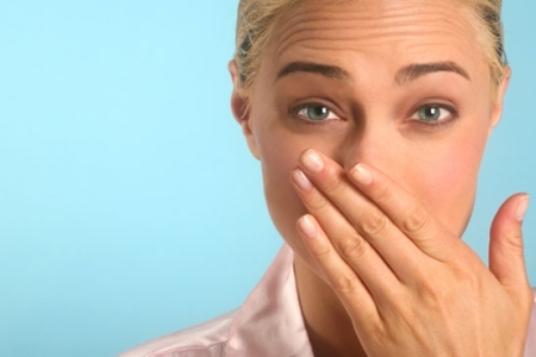 несвежий запах изо рта