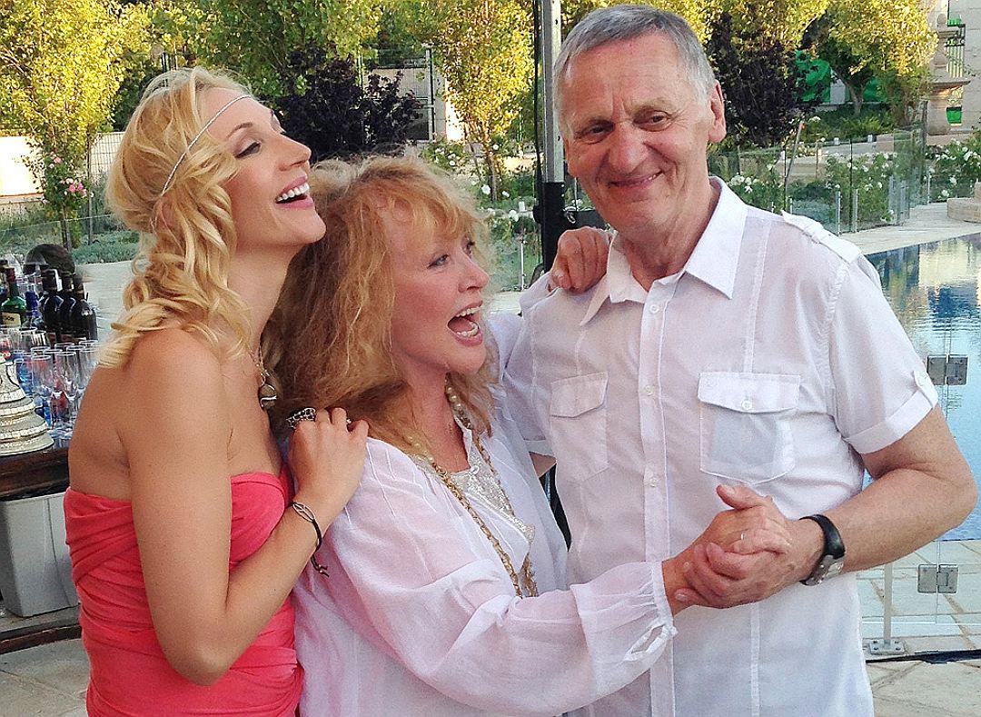 Кристина Орбакайте с мамой и папой. Фото: Из личного архива