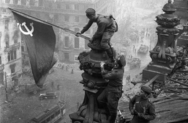 «Многие солдаты в Берлине носили с собой красную материю»