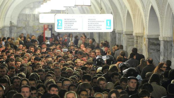Пассажиров столичного метро просят отказаться от поездок в часы пик
