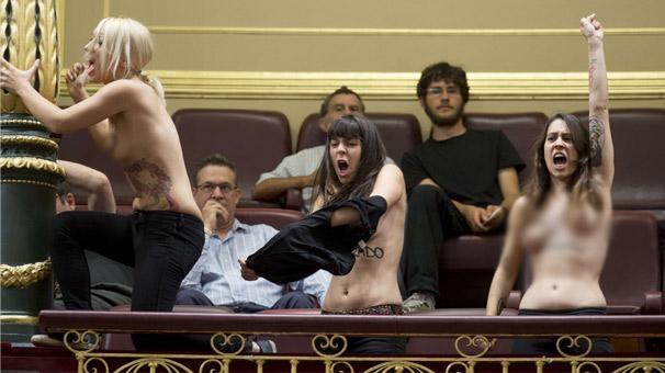Лесбиянки и феминистки Госдепа в панике, и причина, очевидно, есть