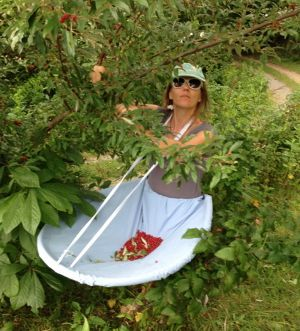 "Brief instructions for her ""berry apron,"" that I'd like to make for veggie picking.:"