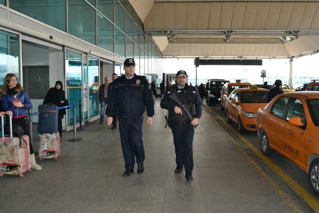 Сириец грозил подорвать бомбу ваэропорту Антальи