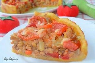 Деревенский пирог из картофельного теста с мясом и овощами