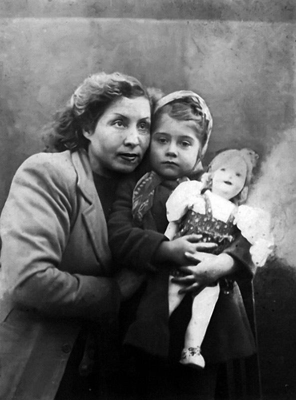 1107 Ира Мирошниченко с мамой Екатериной Антоновной.jpg