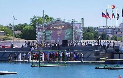 На глубине Черного моря проходят соревнования водолазов