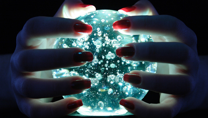 Прогнозы на год Петуха: от политолога до астролога