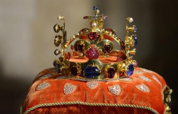 Корона франкских монархов. /Фото: topvoprosov.ru