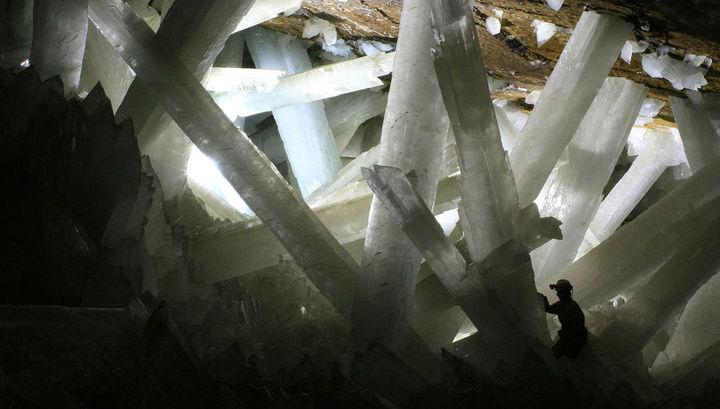 """Биологи нашли в пещере кристаллов древние микроорганизмы возрастом 50 тысяч лет и """"воскресили"""" их"""