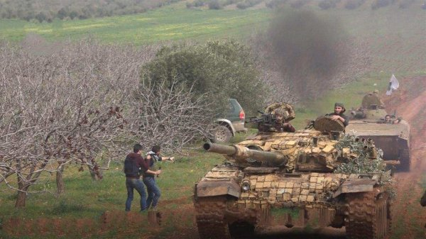Волны смертников и танков: «Аль-Каида» ведет мощнейшее наступление в Сирии и захватывает города