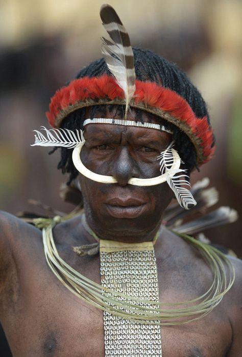 Традиционный наряд воина племени.
