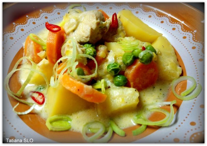 Картофель с мясом в сметанном соусе, по-домашнему.