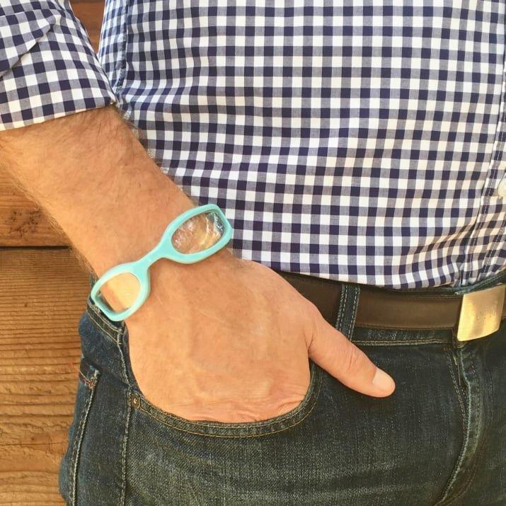 6. Наручные очки для чтения - на случай, если основные потеряются одежда, подборка, полезно, полет, самолет, советы, удобно, фото
