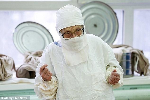 В 90 лет  Алла Ильинична Левушкина  оперирует четырех пациентов в день