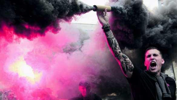 Боевики «Азова» прошли маршем поХарькову (ВИДЕО)