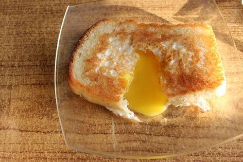 Яйцо в хлебе — вкусный завтрак