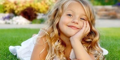 Девочка прочитала на утреннике стих, которому её научил дедушка. Зал впал в ступор!