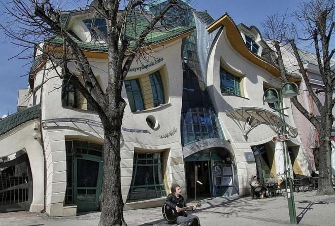 Один из самых необычных домов планеты - Кривой дом (Krzywy Domek)