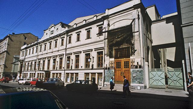 Москвич избил любовника супруги наспектакле «Идеальный муж» вМХТ