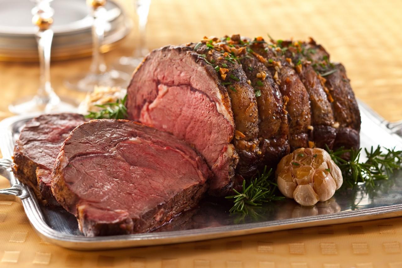 Мясо, запеченное по-бразильски: карнавал вкуса на вашем новогоднем столе!