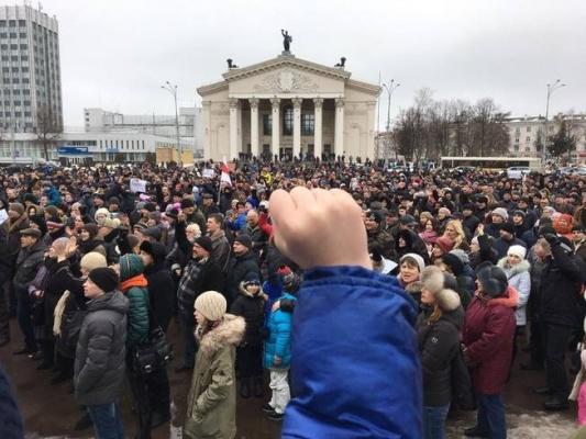 «Участники протестов в Белоруссии вынуждены идти за националистами»
