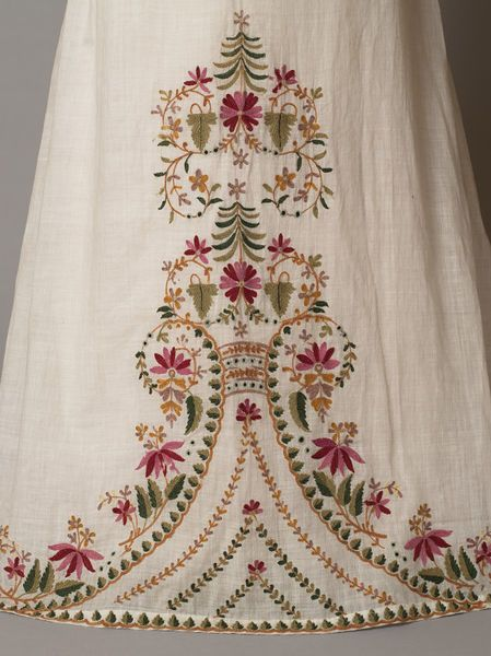 1812-1815 - England - Girl's dress of white muslin embroidered from the hem with a floral design in coloured wools. The dress has a high-waisted bodice, vertically-gathered puffed sleeves and a trained skirt. Muslin embroidered in wool (V Museum):
