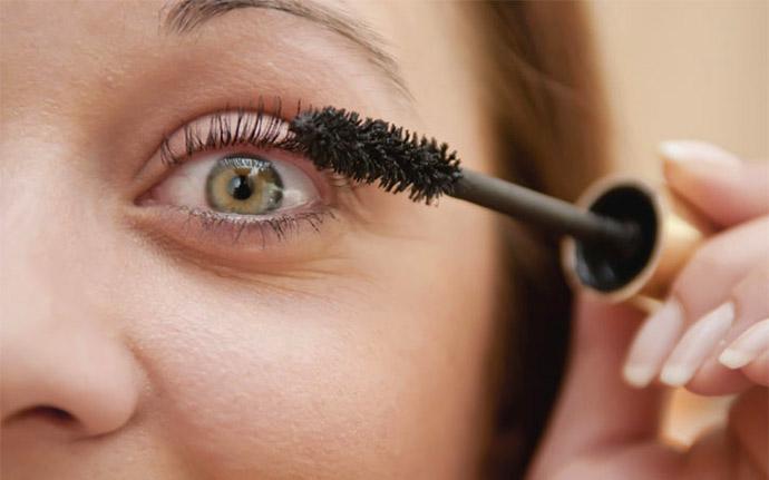 Как сделать ресницы длиннее когда красишь их
