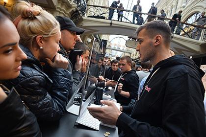 Очередь за iPhone 7 в Москве возмутила соцсети