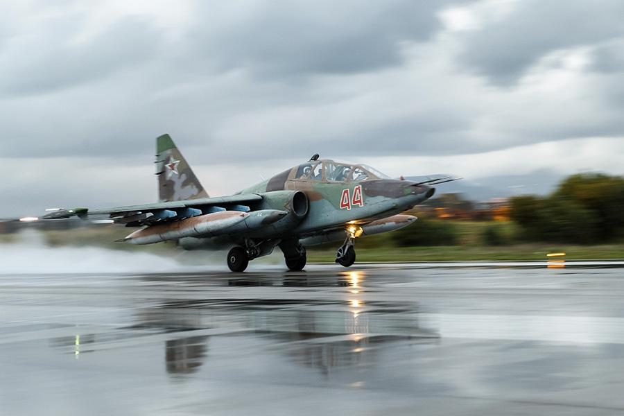 Бойцы Асада засняли работу русской и сирийской авиации в Хаме
