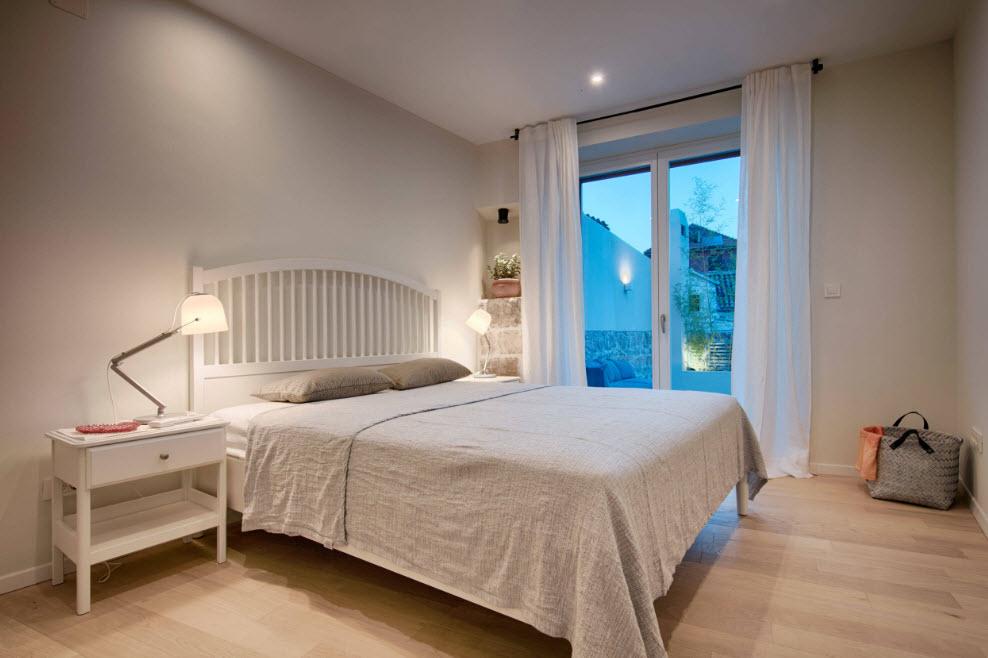 Светлые поверхности в спальне