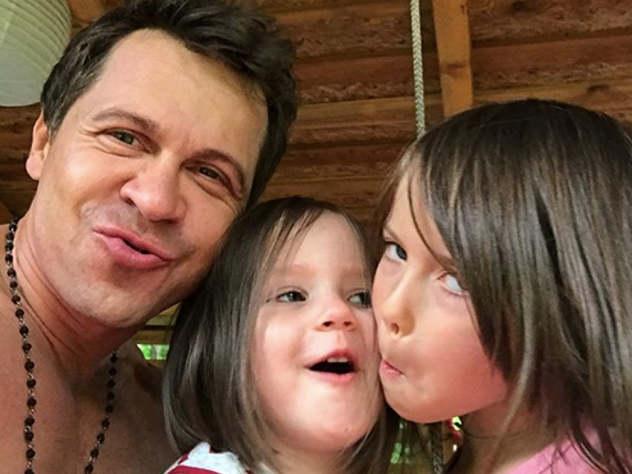 Актер Павел Деревянко не живет со своей семьей