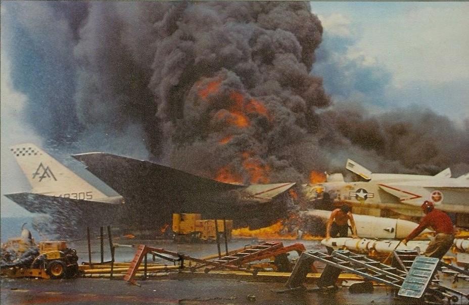 О том, как Маккейн авианосец поджигал