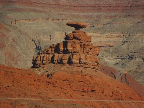 10 необычных камней мира (19 фото)