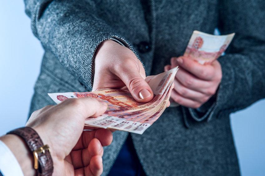 Семьям с низкими доходами не позволят загнать себя в долговую яму