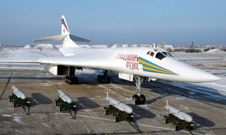 Эксперт назвал невозможным перехват Ту-160 РФ американскими F-22