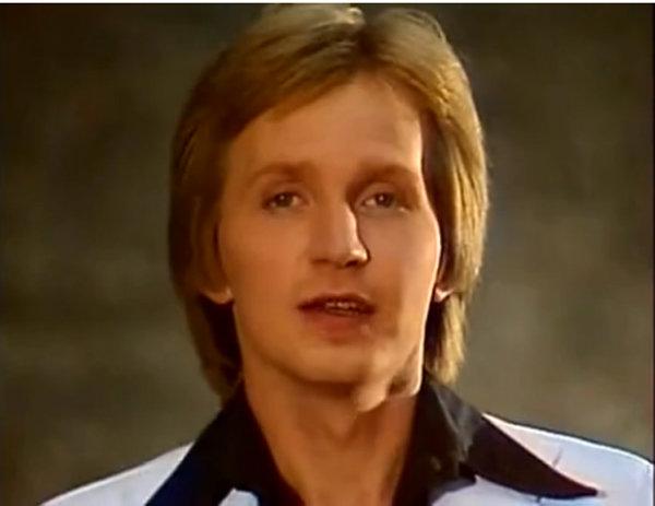 Творческий путь обаятельного певца и знаменитый хит «Песня студента». Игорь Иванов